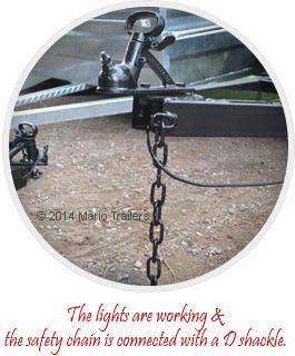 The lights are working &  the safety chain is connected with a D shackle.